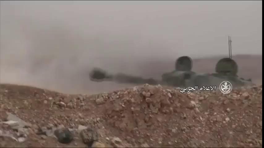 Pháo binh quân đội Syria bắn phá dữ dội chiến tuyến của HTS
