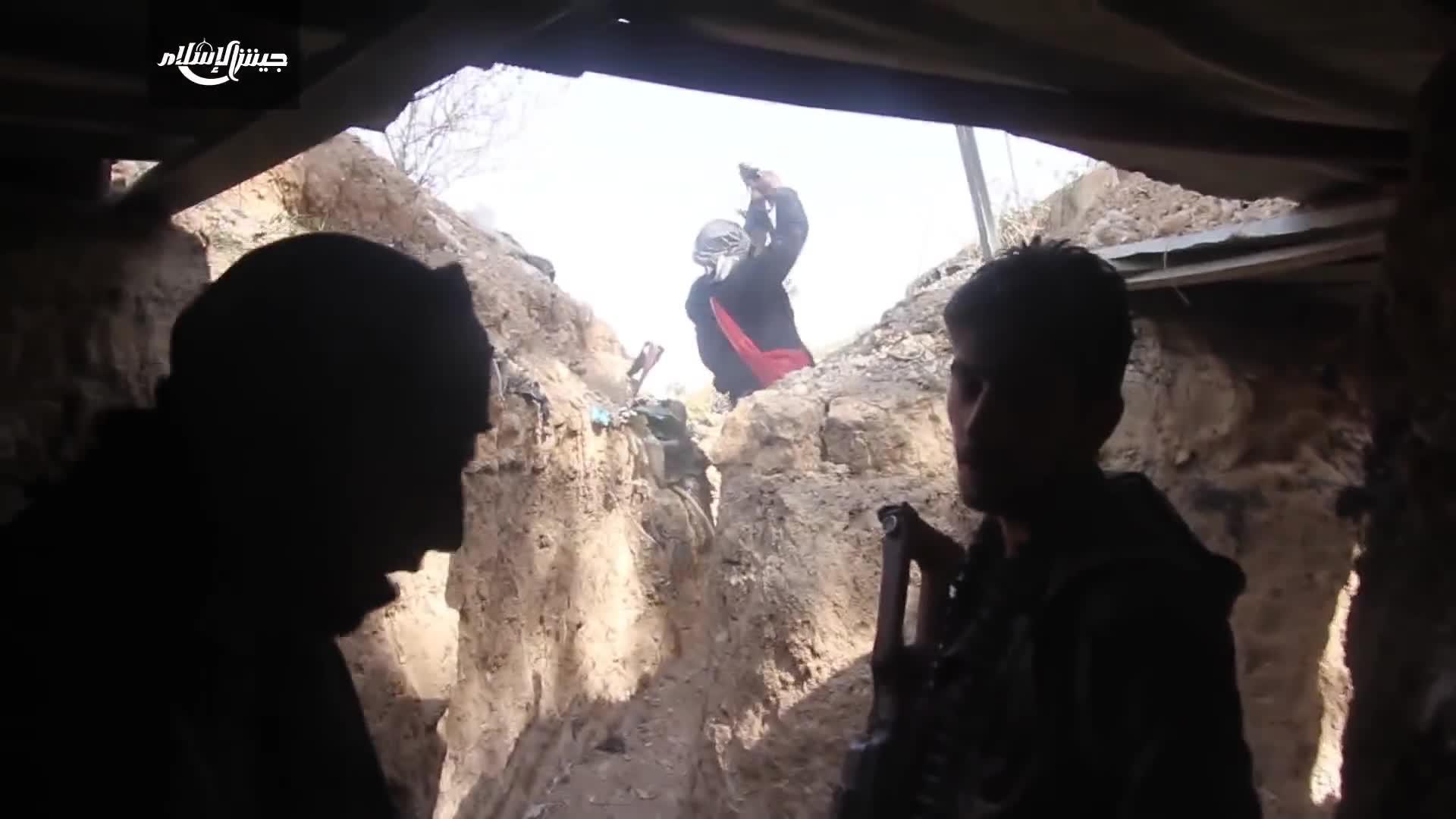 Xe tăng Quân đội Syria bị phiến quân tấn công tiêu diệt gần thị trấn Ar-Rayhan, Đông Ghouta