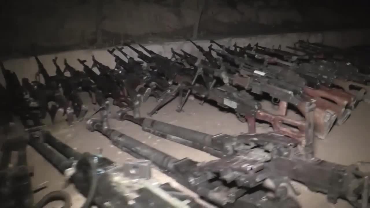 Hàng loạt vũ khí của lực lượng Hồi giáo cực đoan nộp cho quân đội Syria