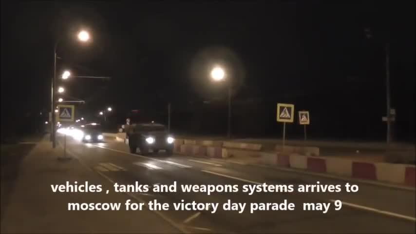 Xe tải chở vũ khí của Nga rầm rập đổ tới Moscow