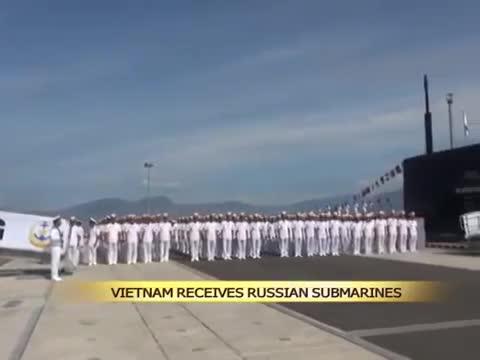 Việt Nam nhận 2 tàu ngầm lớp Kilo năm 2015