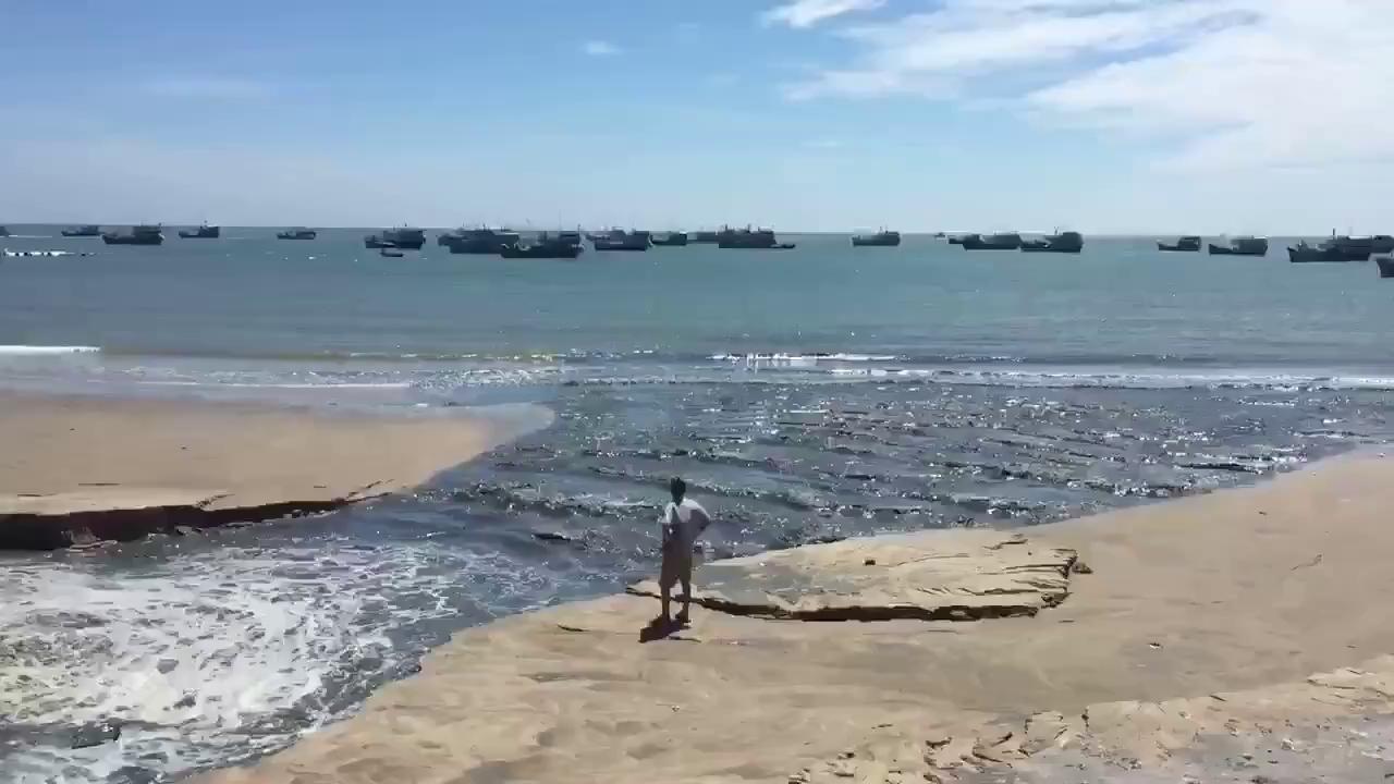 Nước thải đen ngòm xả trực tiếp ra biển