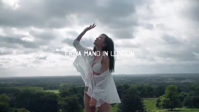 Erina Mano khoe vóc dáng nóng bỏng