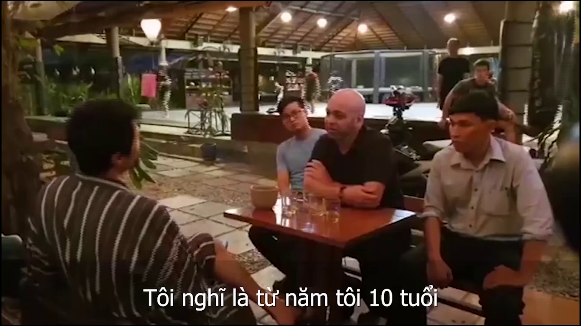 Cuộc nói chuyện giữa Flores và Johnny Trí Nguyễn