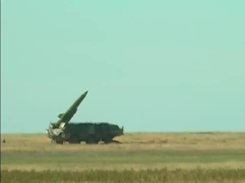 Xem tên lửa Iskander-M, Tochka và pháo phản lực Smerch khai hỏa