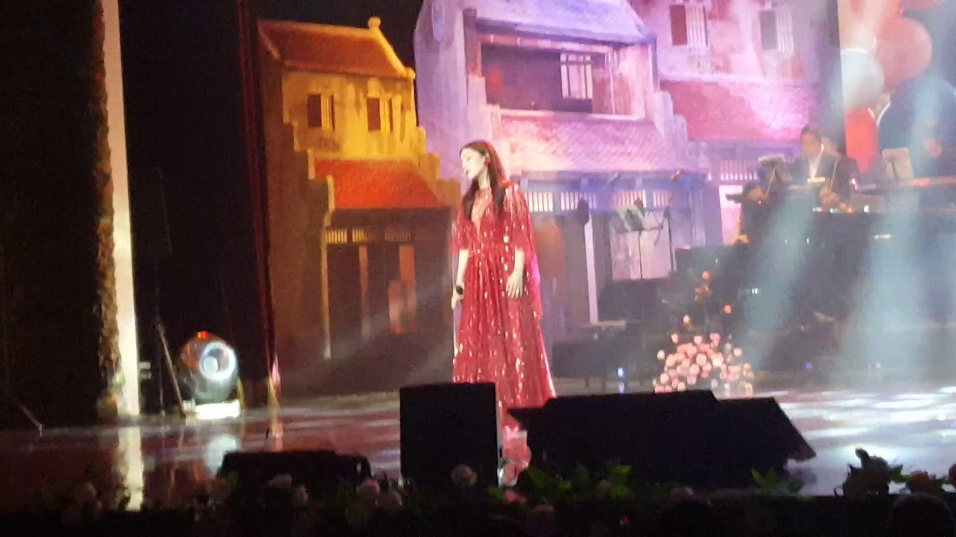 Minh Chuyên hát Romance 1