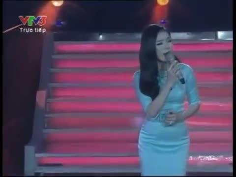 Lệ Quyên hát Biển cạn tại The Voice 2012