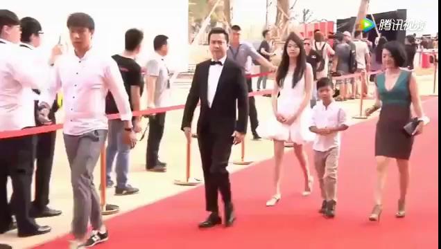 Vương Văn Dã dự sự kiện cùng cha.