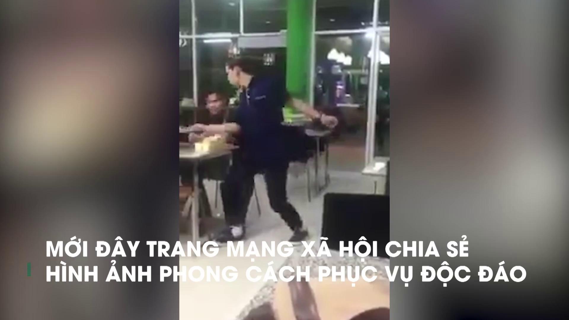 Nam nhân viên vừa nhảy vừa ghi thực đơn cho khách thu hút cộng đồng mạng