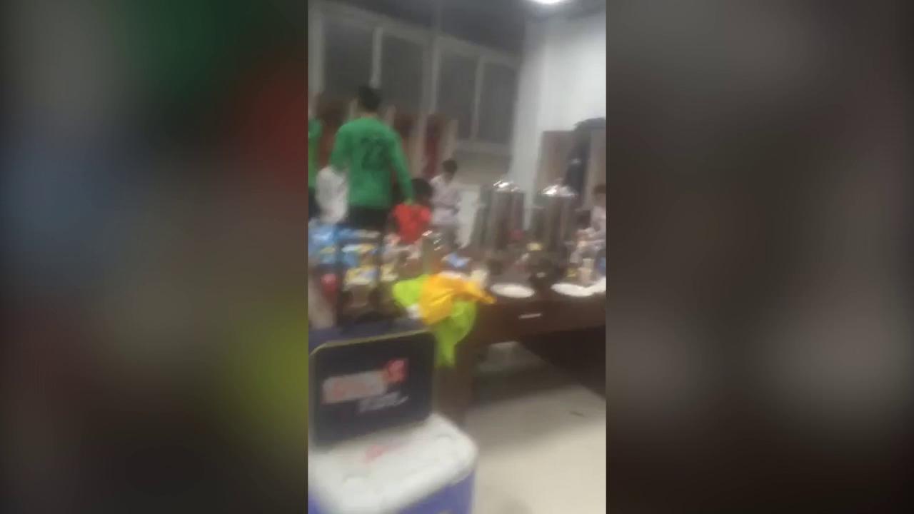 Cầu thủ U23 Việt Nam ăn mừng trong phòng thay đồ