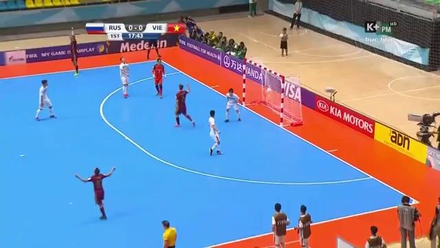 Chishkala mở tỉ số cho ĐT futsal Nga.