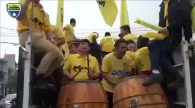 Ông Trịnh Văn Quyết nhảy Flash mob cùng CĐV Thanh Hóa