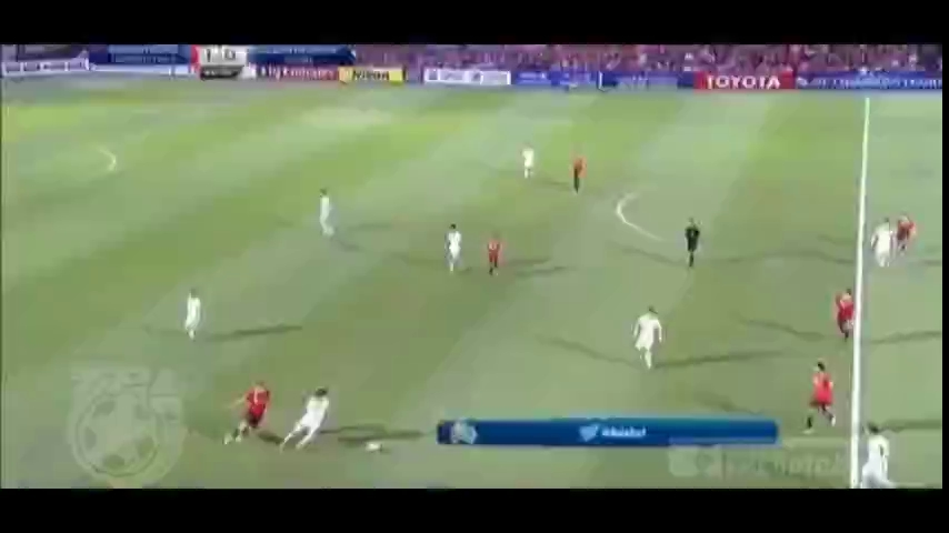 Tuyển thủ Thái Lan 2 lần thể hiện tuyệt kỹ của Zidane