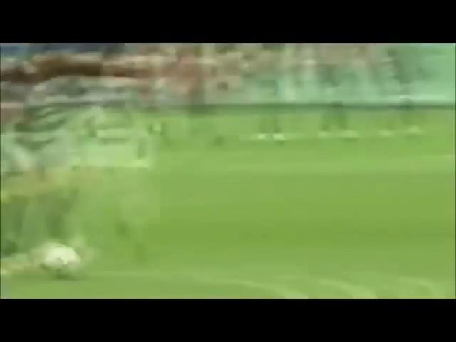 Kaka solo từ giữa sân ghi bàn vào lưới Celtic năm 2007