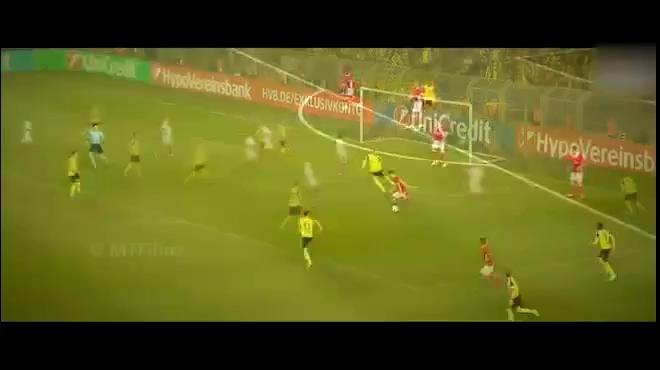 Những màn trình diễn của Julian Weigl trong màu áo Dortmund
