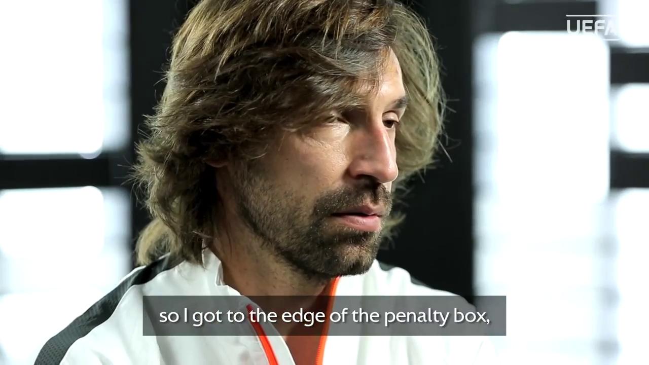 Cú đá penalty của Pirlo vào lưới Joe Hart