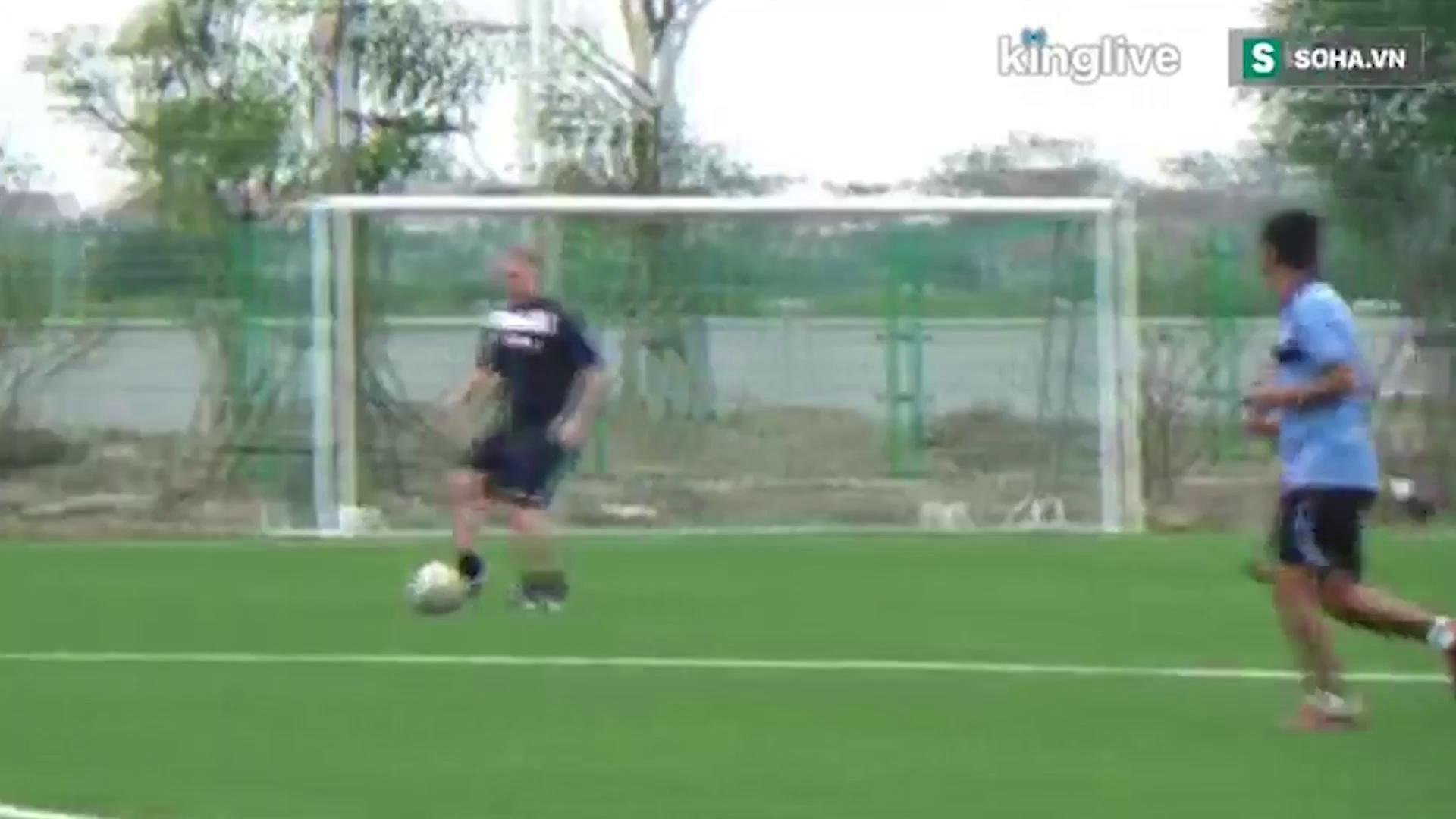 Scholes tỏa sáng trong trận giao hữu tại PVF