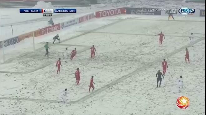 Những pha cản phá của thủ môn Bùi Tiến Dũng trước Uzbekistan