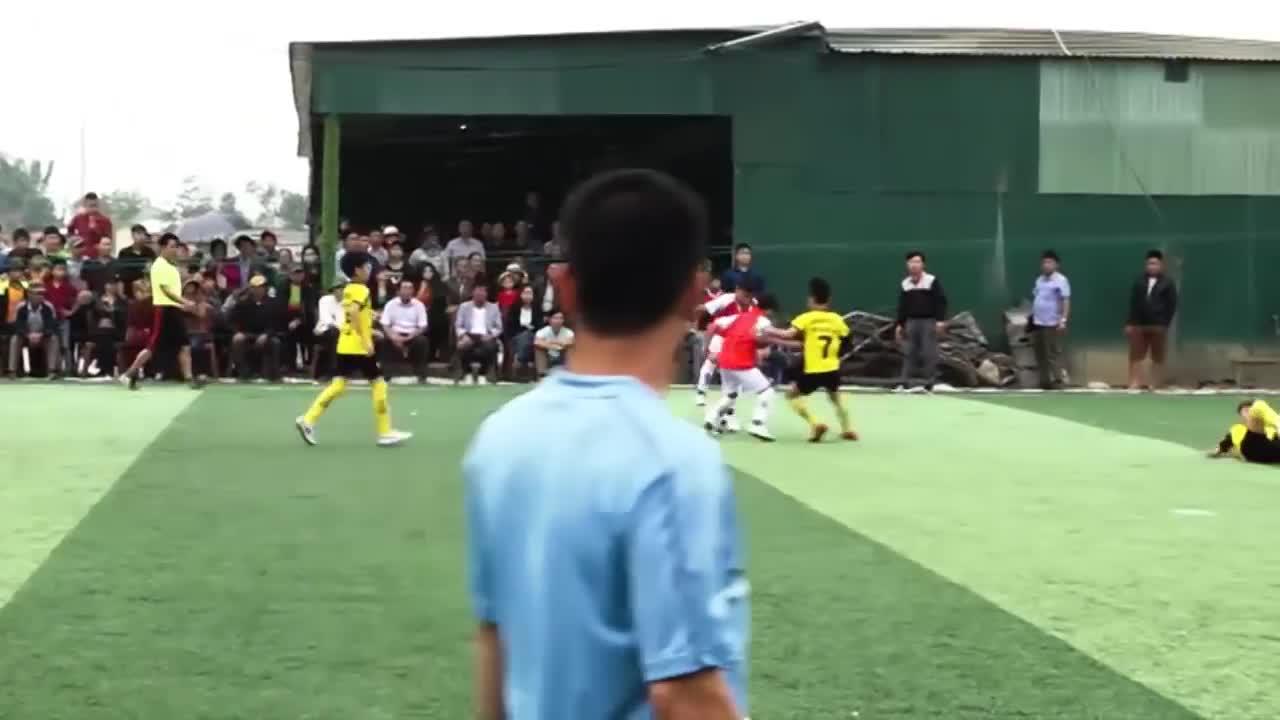 """""""Messi Hà Tĩnh"""" ghi 5 bàn trong một trận đấu"""