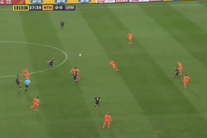 De Jong đạp thẳng vào ngực Xabi Alonso