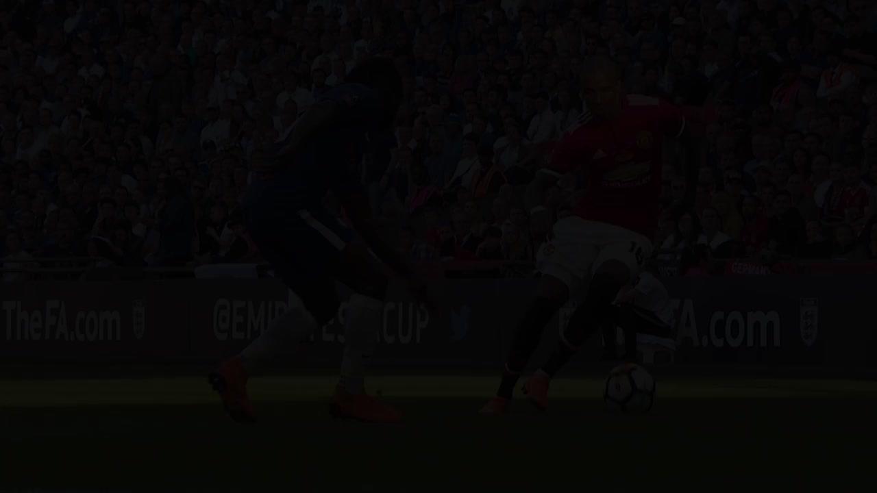 Màn trình diễn của Ashley Young trong màu áo Man United năm 2018