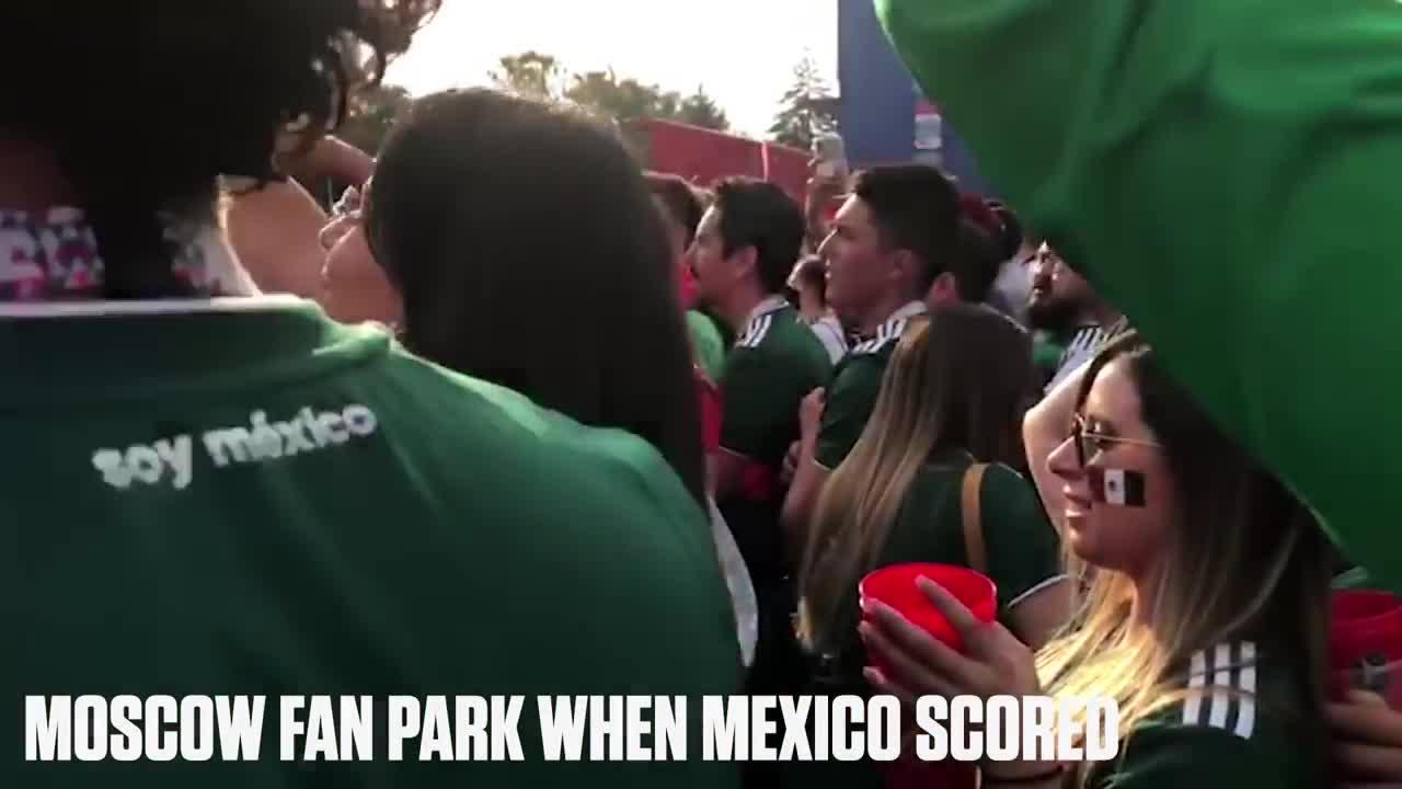 CĐV Mexico cầu hôn bạn gái sau trận thắng Đức