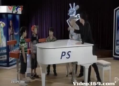 """The Voice Kids: Hải Khang, Chiến Thắng, Ngọc Duy gắn bó trong """"Sóng tình bạn"""""""