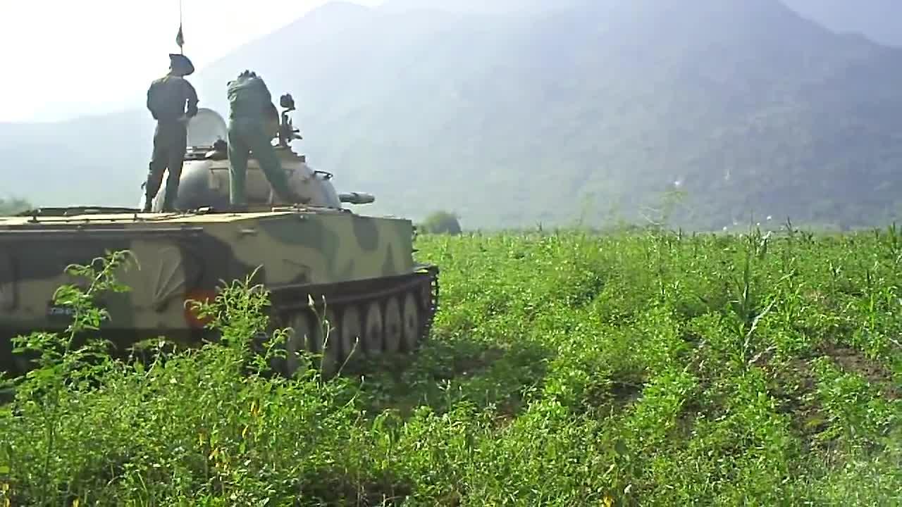 Xe tăng Type-63 của Myanmar bắn đạn thật