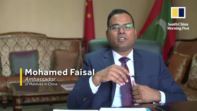 Công sứ Mohamed Faisal trả lời phỏng vấn của phóng viên tờ SCMP