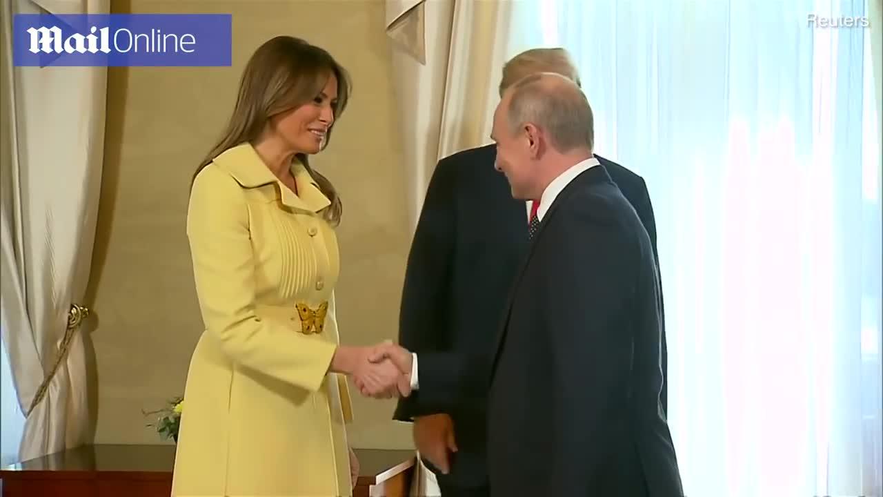 Đệ nhất phu nhân Mỹ Melania Trump có biểu cảm kì lạ sau khi bắt tay Tổng thống Nga Vladimir Putin