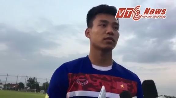 Vũ Văn Thanh trả lời phỏng vấn sau buổi tập chiều 12/12