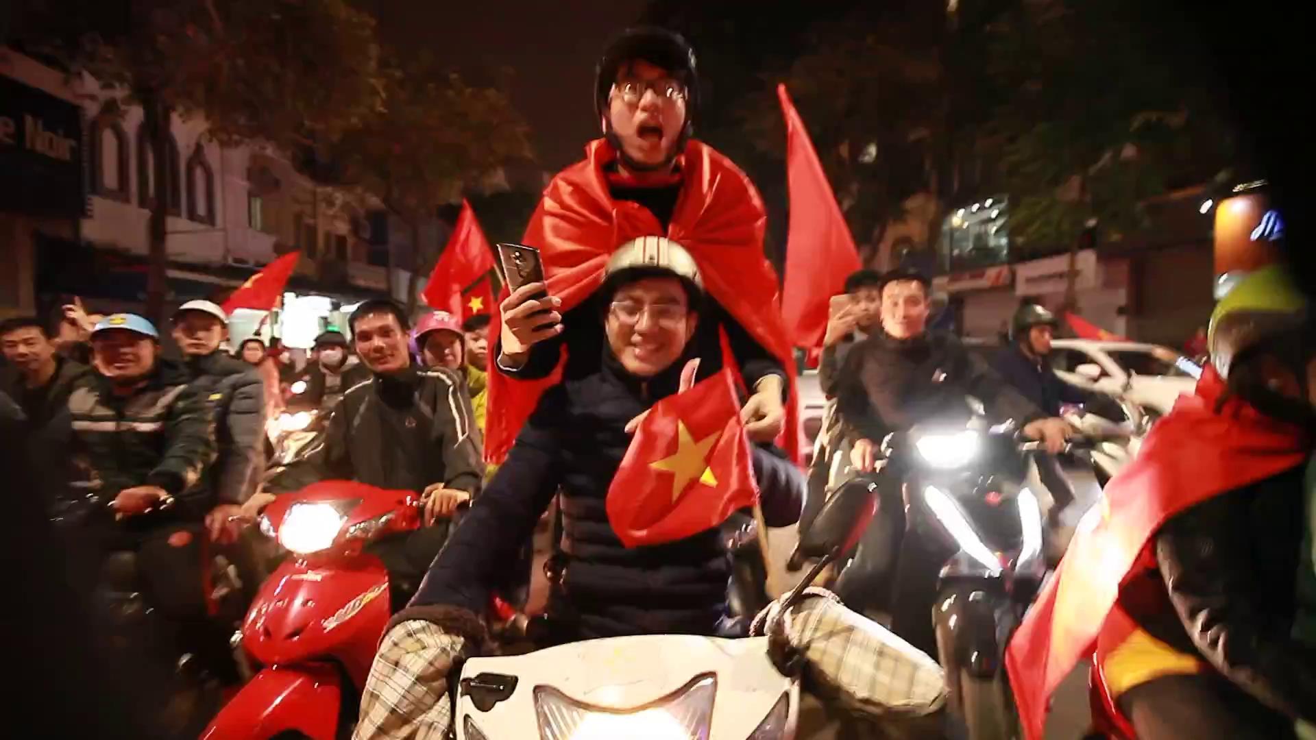 """""""Việt Nam vô địch"""", """"Park Hang-seo"""""""