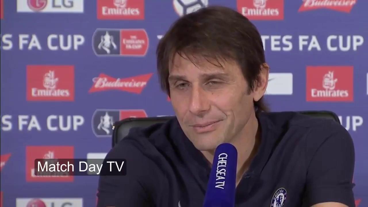 "HLV Conte nhận ""món quà"" của Jose Mourinho."