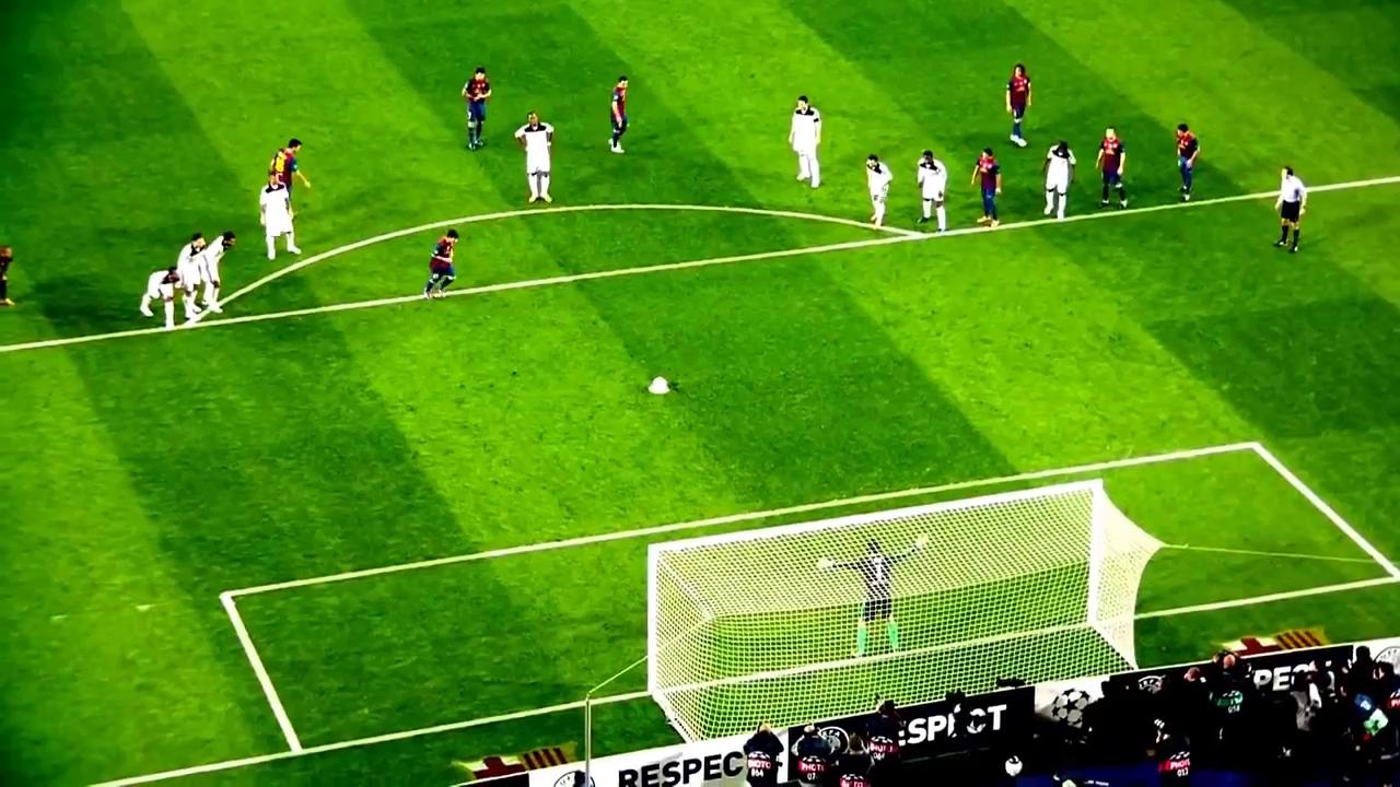 Messi sút trượt penalty trước Chelsea.