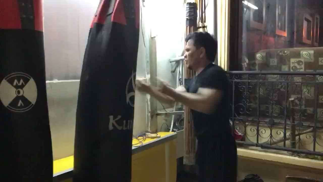 Võ sư Phạm Anh Dũng tung 100 cú đấm Tam Quyền trong 16 giây