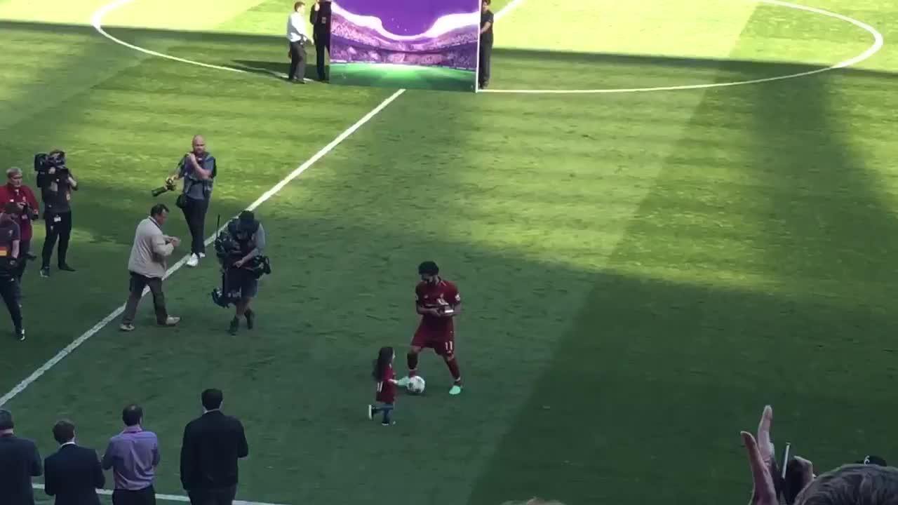 Mohamed Salah bị cổ động viên Liverpool la ó