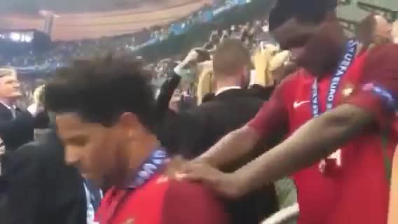 Sir Alex Ferguson chúc mừng Ronaldo ở EURO 2016