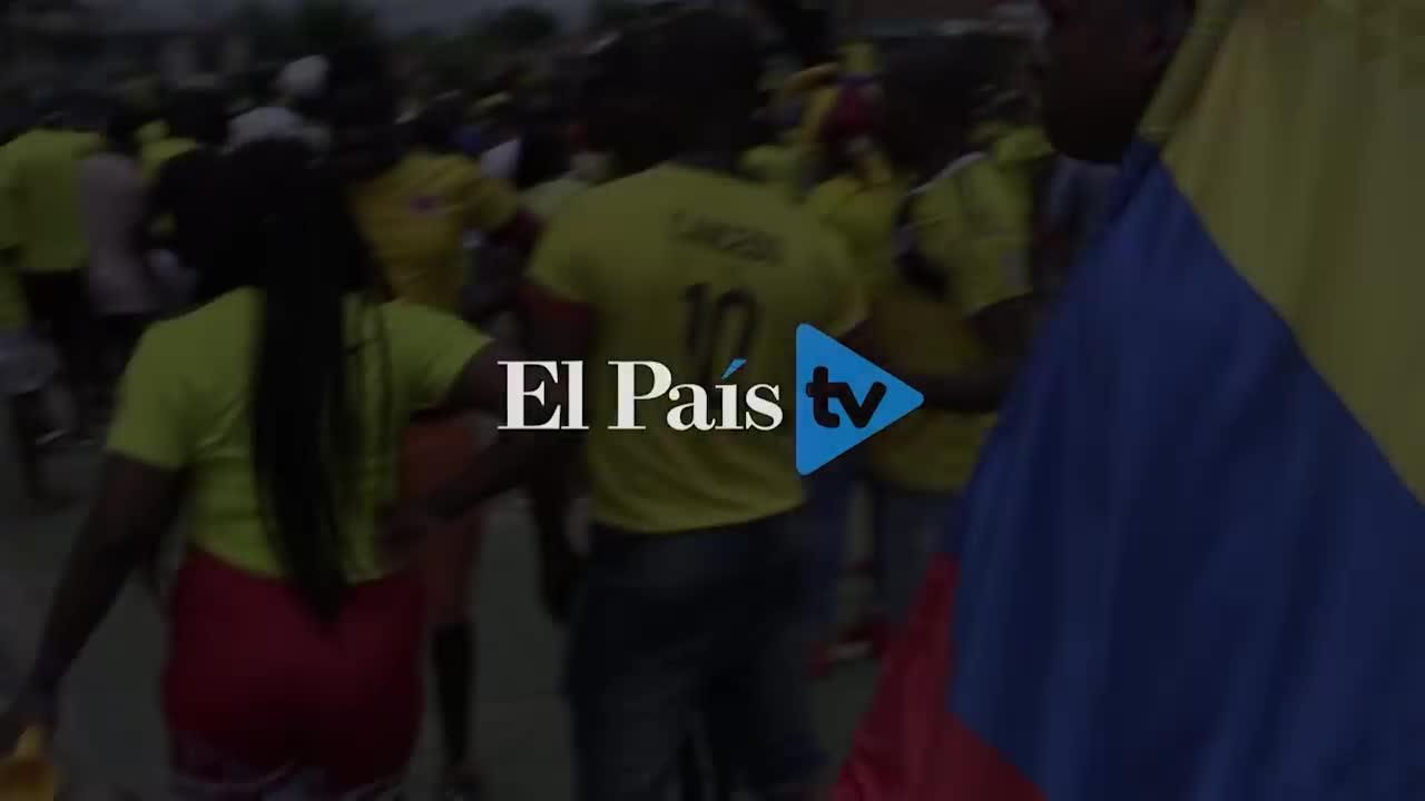 Người dân ở Guachené cổ vũ cho Yerry Mina