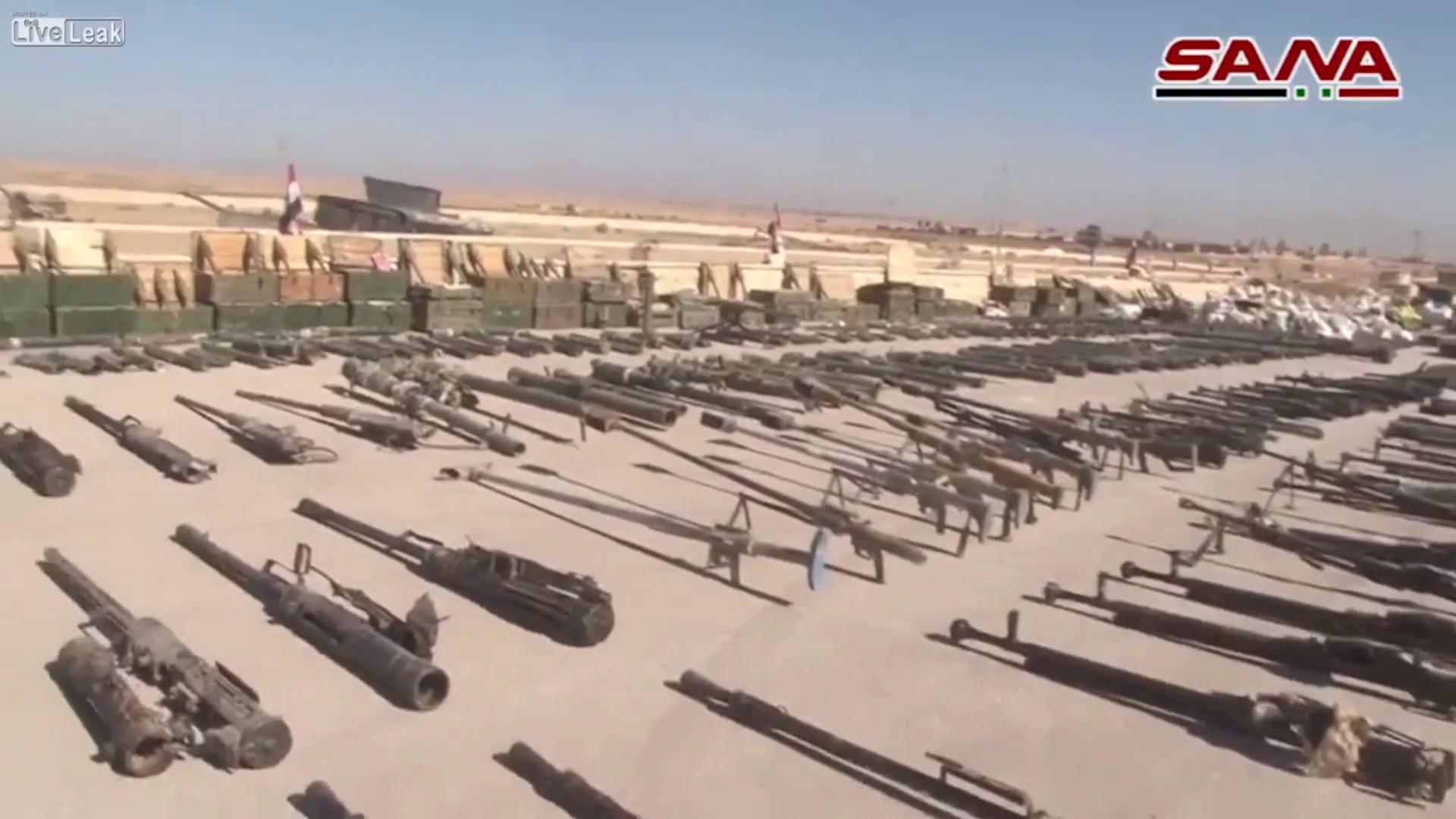 Kho vũ khí tìm thấy tại Al-Mayadeen. (Nguồn: SANA)