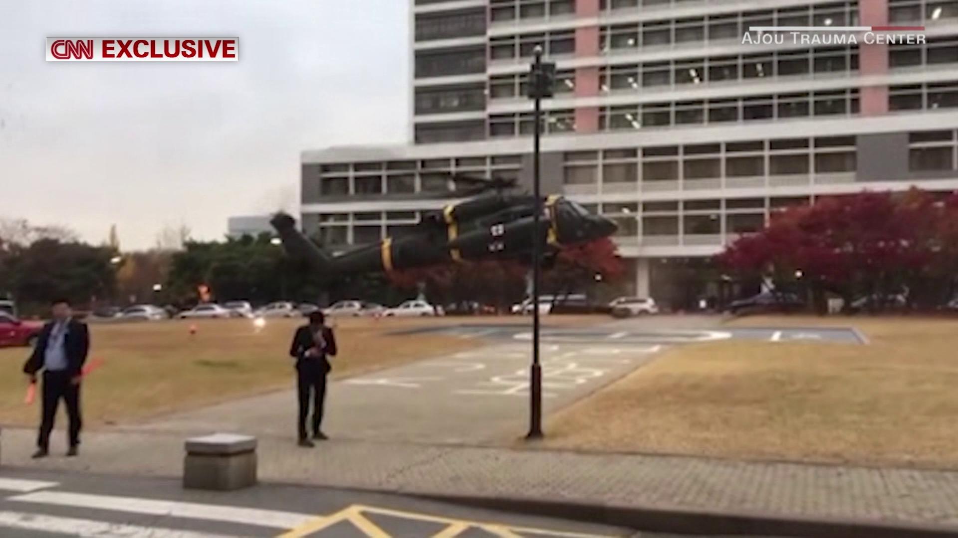 CNN đăng tải hình ảnh độc quyền trong vụ cứu sống binh sĩ Triều Tiên đào tẩu