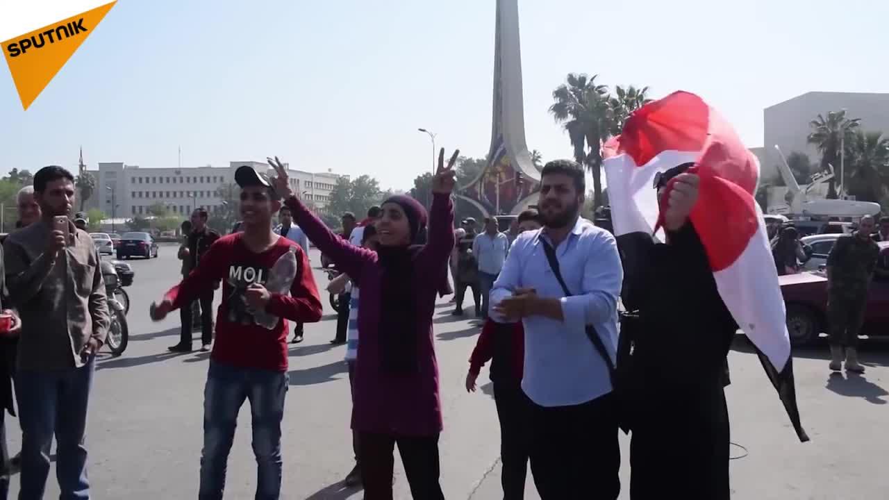 Người dân Syria đổ ra đường ăn mừng sau vụ tấn công.