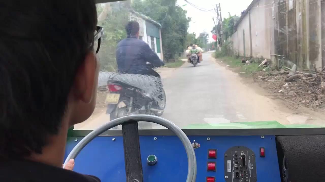 Video cận cảnh những bộ phận chiếc xe ô tô điện 3 bánh từ chiếc xe đạp điện.