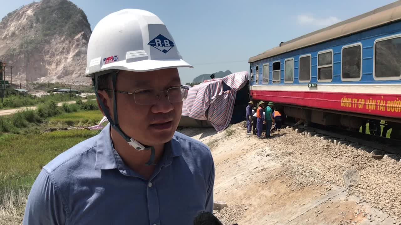 Ông Khuất Việt Hùng - Chỉ đạo tại hiện trường vụ tai nạn lật tàu tại Thanh Hoá vào sáng 24/5.