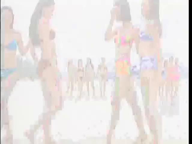 """Trích đoạn có sự tham gia biểu diễn của Hồ Ngọc Hà trong MV """"Liên khúc Đi tìm tình yêu"""" của nhóm D & D."""