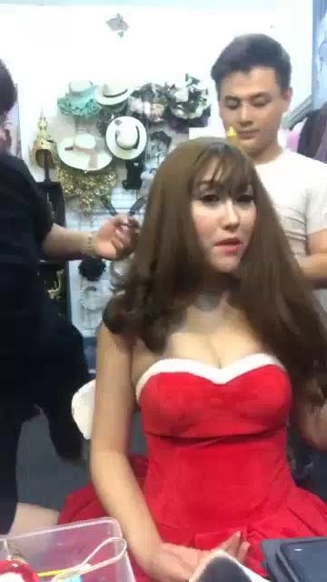 Clip hậu trường chụp hình Noel đầy nóng bỏng của Phi Thanh Vân.
