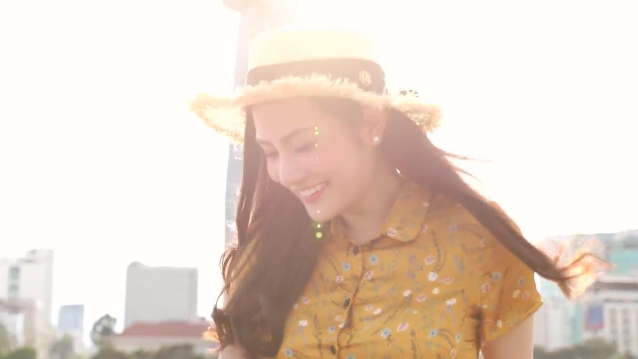 """Clip giới thiệu bản thân của """"Hoa hậu Đông Nam Á"""" của Diệu Linh."""