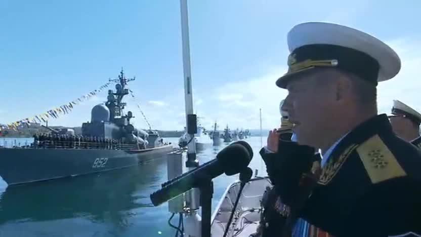 Hạm đội Biển Đen duyệt binh ở Sevastopol