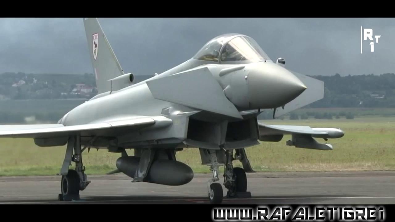 Tiêm kích Eurofighter Typhoon bay trình diễn
