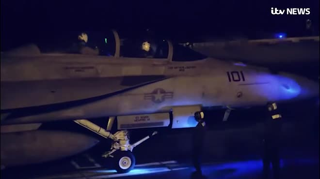 """Tàu chiến Nga chơi """"mèo vờn chuột"""" với tàu sân bay Mỹ gần Syria"""