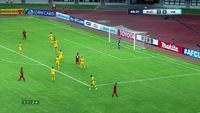 Văn Xuân sút bóng vọt xà U19 Australia ở phút 65